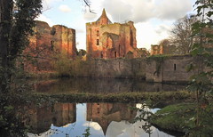 Ruine van Brederode (bugman11) Tags: brederode ruine castle ruinevanbrederode nikon santpoort nederland thenetherlands reflection water landscape building 1001nights