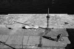 Lungo il fiume - Along the river. (sinetempore) Tags: torino turin street uomo man fiume river po acqua water luce light ombra shadow murazzi lungoilfiume alongtheriver biancoenero balckandwhite lampione streetlamp bici bike bicicletta