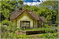 St.James Park ,    the gardener's cottage ... (miriam ulivi) Tags: miriamulivi nikond7200 england uk london stjamespark cottage giardino garden fiori flowers nature cielo sky alberi trees