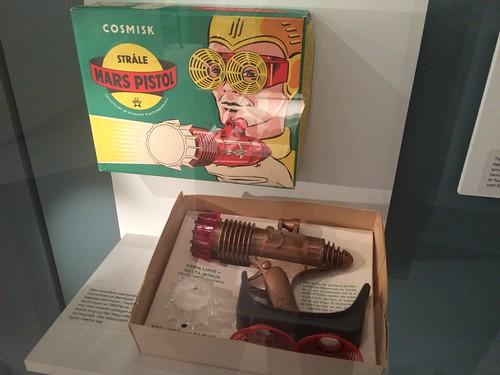 Go'e gamle hedengangne Bambola lavede f.eks. denne Cosmisk Stråle Mars Pistol