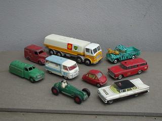 A Selection of Vintage Corgi & Dinky Toys Leyland Octopus / Commer / Rambler Studebaker Chevrolet Impala / Land Rover