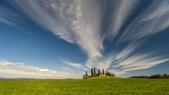 the sky above Pienza (Blende1.8) Tags: pienza italia italien italy toskana toscana tuscany tuscan landscape landschaft sky zypressen himmel clouds wolken bluesky cypresses nikon d700 carstenheyer wideangle felder field fields green val dorcia valdorcia