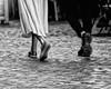 Amorose sincronie (photograph61) Tags: piedi scarpe camminare