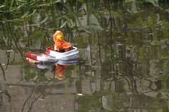 Navegando los pantanos del olvido (nekotikva) Tags: lego minifigura minifigure imprmeable katana navio naturaleza ship grass cesped ruinas agua water metalbox usher