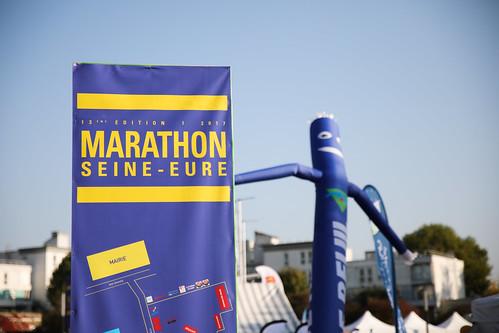 Enorme succès du 13e marathon Seine-Eure ce dimanche sous une météo estivale. Plus de 1000 marathoniens et plus de 260 équipes d'Ekiden ont foulé le bitume de l'agglomération.