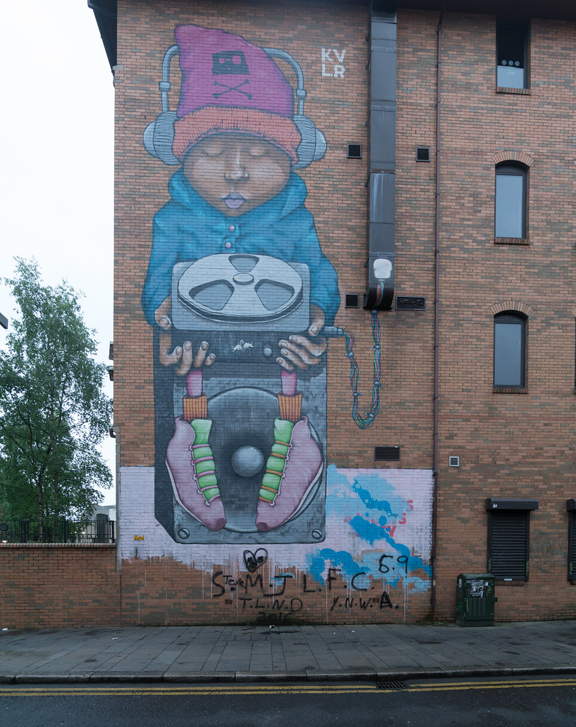 EXAMPLES OF URBAN CULTURE IN BELFAST [STREET ART AND GRAFFITI]-132954