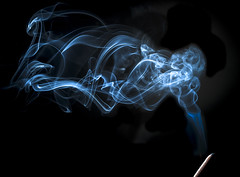 humo de incienso - incense smoke (Cristian Ciaffone) Tags: humo smoke incienso macro micro nikkor 105mm f28