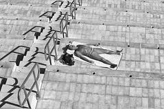 Ecran total (Mathieu HENON) Tags: leica m240 noctilux 50mm noirblanc blackwhite monochrome monaco bronzage terrasse