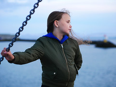 Eriell (livsillusjoner) Tags: girl kid child children young hair curl curls water sea ocean fjord varangerfjord varangerfjorden vadsø finnmark norge nordnorge northernnorway blue green brown blonde portrait people landscape