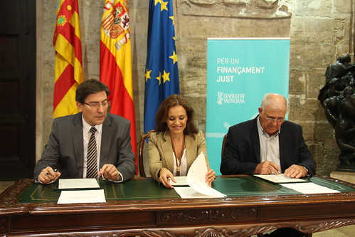 Firma del Manifiesto por una Financiación Justa. Valencia (29-09-2016)
