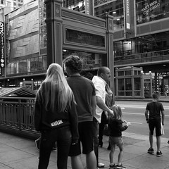 Downtown Chicago - 08 Oct 2017 - 5DS - (Andre's Street Photography) Tags: downtown chicago 08 oct 2017 5ds loop street urban urbanlife urbanphotography square larue lacalle strasse strada fotografiadistrada fotografiaurbana chicagostreets zwartwit schwarzweiss noiretblanc blancoynegro bw bwphotography bwphoto city metro metropolis bn photobyandrevanvegten canon eos eos5ds