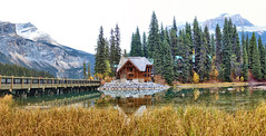Emerald Lake Lodge, Yoho National Park, B.C. - ICE(5)2364-68 (photos by Bob V) Tags: emeraldlakelodge britishcolumbia britishcolumbiacanada mountains rockymountains rockies canadianrockies panorama mountainpanorama mountainlake reflection reflectiononwater lake emeraldlake yoho yohopark yohonationalpark