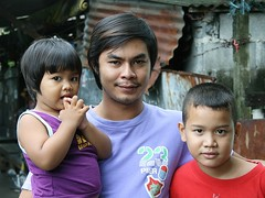 father and children (the foreign photographer - ฝรั่งถ่) Tags: young father two children boy girl khlong thanon portraits bangkhen bangkok thailand canon instantfav