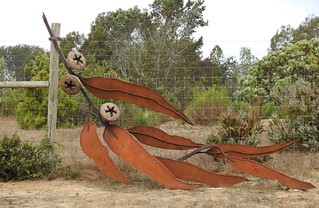 Fence sculpture