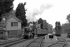 7812 Erlestoke Manor (Roger Wasley) Tags: 7812 erlestokemanor gwr collett 7800 manor class 460 svr hamptonloade signalbox station severnvalleyrailway steam trains railways locomotive mono monochrome blackandwhite cambriancoastexpress