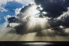 Sun ray burst || Kaua'i (David Marriott - Sydney) Tags: waimea hawaii unitedstates us kauai sun ray burst sea ocean cloud