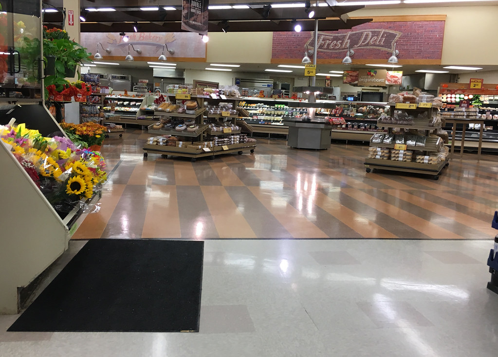 safeway supermarket essay Eagan, minn — the doors of the cub foods grocery store in this middle-class suburban city open onto piles of picture-perfect peaches and nectarines nestled next to jewel-toned plums and.