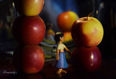 A story for a sweet Autumn evening (Anavicor) Tags: apple manzana story girl doll cuento muñeco niña chica evening tarde 52stilllifes original sweet dulce bodegón warm color warmcolors cálido colorescálidos nikon dslr d5300 tamron tamron16300mm anavillar anavillarcorrero villar anavicor jugando playing