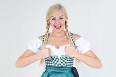 Daumen hoch zum Oktoberfest (FotoDB.de) Tags: bier dirndel dirndl frau münchen oktoberfest volksfest wiesen wiesn