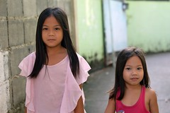 pretty sisters (the foreign photographer - ฝรั่งถ่) Tags: two pretty sisters children kids preteen khlong bang bua portraits bangkhen bangkok thailand nikon d3200