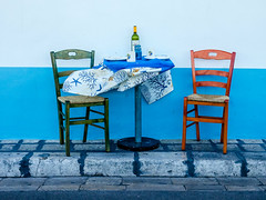 Ready for lunch (Ulrich Neitzel) Tags: blau blue chair gallipoli italia italien italy lunch mzuiko1240mm olympusem1 pranzo street stuhl table tisch wein wine