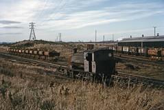 OIC: ore wagons at Wroxton (TrainsandTravel) Tags: england angleterre standardgauge steamtrains voienormale trainsavapeur dampfzug normalspur industrialrailway ironstone chemindeferindustriel pierredefer industriebahn eisenstein oxfordshire oxfordshireironstonecompany oic wroxton hunslet 060st thebursar