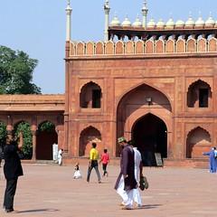 jama mashid, old delhi (gerben more) Tags: jamamashid olddelhi delhi newdelhi arch architecture mosque people india