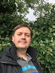 2017 (Day 282 - 9th Oct): Autumn hedge and selfie
