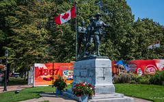 2017 - Charlottetown - Charlottetown Cenotaph (Ted's photos - For Me & You) Tags: canada charlottetown cropped nikon nikond750 nikonfx pei tedmcgrath tedsphotos vignetting 2017 charlottetowncenotaph streetscene streetlamp monument sculpture bronzesculpture soldiers flag canadianflag cans2s