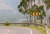 Unterwegs nach Bwindi-1030818 (Vitatrix) Tags: strase kurve schild bogen asphalt berge