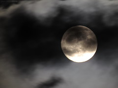 Nubes 04Oct20170004 (N3T0V) Tags: lunallena fullmoon luna moon nubes dark sky night noche cielo chiapas méxico astronomia astronomy astrofoto astrophoto talkingtothemoon chiapasmeteo octubre lunasdeoctubre