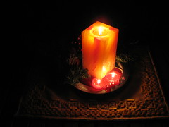 Candles in the Dark - I wish you all a happy Christmas-Time! (1elf12) Tags: candle weihnachten xmas christmas wolfenbüttel germany deutschland gesteck licht light dunkelheit schatten shadows darkness curiouscandles smileonsaturday