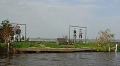 Kunstwerk langs Vlaardingervaart (kees torn) Tags: vlaardingen foppenplas broekpolder wateringen poeldijk gantel vlaardingervaart noordvliet gemeentewestland schipluiden motorboot