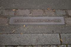 Berlin (Caró) Tags: berlin germany europe europa urban urbano city cidade ciutat ciudad street berliner mauer berlinermauer berlim berlinwall sign deutschland berlinbrandenburg