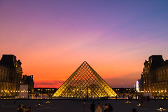 The Louvre Shining Pyramid at Dawn - Paris august 2017 (Cloudwhisperer67) Tags: louvre pyramid paris france museum le musée art beautiful arts lelouvre beauty cloudwhisperer67 canon light 760d pyramide cour napoléon napoleon explore artistic architecture urban city night monument fantastic amazing view dark darkness by photography cityscape town travel trip world photo europe europa dawn daybreak sunset sunrise sky blue summer 2017 gold golden shining shiny