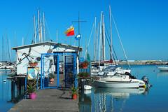 Noembre: al mare - November: at the seaside (Ola55) Tags: ola55 italy civitanovamarche marche mare sea barche boats riflessi reflections italians bandiere flags porto harbour pontile pier blue blu azzurro
