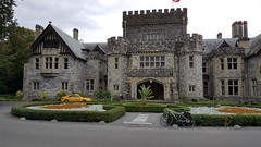 Hatley Castle (Bill 2.7 Million views) Tags: royalroadsuniversity royalcanadian hatleypark hatleycastle bicycles cycling capitalregionaldistrict crd bicycleadvocacy 14km marker