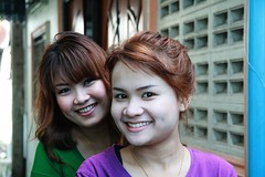 pretty young ladies on a motorcycle (the foreign photographer - ฝรั่งถ่) Tags: two pretty young ladies khlong thanon portraits bangkhen bangkok thailand canon kiss
