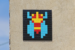Place du Bourguet (FRQ_01) (Meteorry) Tags: europe france côted'azur paca alpesdehauteprovence forcalquier lure june 2017 meteorry spaceinvader spaceinvaders invader invaderwashere tiles carrelage carreaux mur wall street rue art artderue pixels frq01 placedubourguet ruelouisandrieux cricket cigale grillon gryllidae grillo