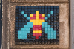 Rue Mercière (FRQ_03) (Meteorry) Tags: europe france côted'azur paca alpesdehauteprovence forcalquier lure june 2017 meteorry spaceinvader spaceinvaders invader invaderwashere tiles carrelage carreaux mur wall street rue art artderue pixels frq03 ruemercière rueplauchud cricket cigale grillon gryllidae grillo colors couleurs