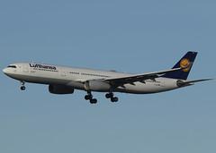 D-AIKG_A330-343_DLH_CYVR_2793 (Mike Head - Jetwashphotos) Tags: airbus a330 a330343 lh dlh lufthansa yvr cyvr vancouverinternationalairport bc britishcolumbia canada westerncanada westernregion