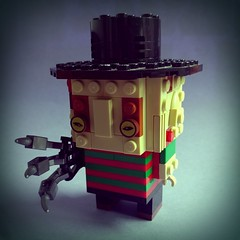 萬聖節主題: 費箂迪先生 1, 2 Freddy's coming for you, 3, 4 better lock your door, ...  #halloween #moc #lego #brickheadz #freddy (Rokan Cheung) Tags: halloween brickheadz moc lego freddy 猛鬼街