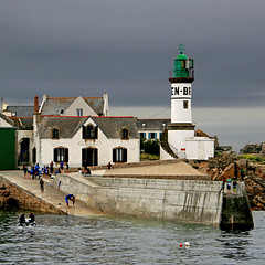 Île de Sein, Bretagne, France (pom.angers) Tags: 500 canoneos400ddigital may 2017 bretagne brittany france europeanunion sein 29 îledesein finistère merdiroise lighthouse 100 150 200 300 400 sea harbor 5000 600