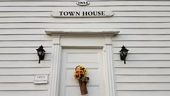 """1834"" (grinnin1110) Tags: unitedstatesofamerica crosshwy connecticut northamerica townhouse reddingoldtownhouse historicbuilding sandfordtownrd town redding usa ct fairfieldcounty unitedstates us"