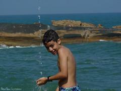 Trindade/RJ - Criança (Paola Papini Photography) Tags: paraty parati riodejaneiro rj brazil beach praia trindade criança kid child agua water shower banho diversão feliz menino