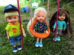 childhood friendship (flores272) Tags: kellyclubdolls kellyclub kellyclubtommy kellydoll tommydoll outdoors tydolls rebodydoll doll dolls toy toys chelseadoll barbie