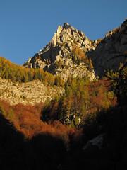 Jutranje sonce na vrhovih / Morning light on the peaks (Damijan P.) Tags: hribi gore mountains hiking julijskealpe julianalps alpe alps gorenjska slovenija slovenia vrata šplevta prosenak jesen autumn