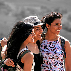 Las tres Gracias de Ronda (pom.angers) Tags: canoneos400ddigital april 2017 people woman portrait women ronda andalusia spain europeanunion smile 5000