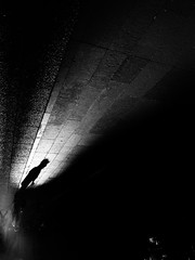 Santiago de Chile (Alejandro Bonilla) Tags: santiago chile street city urban bw black white sony santiaguinos santiagodechile santiagocentro streetphotography santiagochile urbano urbana urbe urbex bn blancoynegro blackandwhite blanconegro