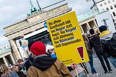 ...Gegen Hass und Rassismus im Bundestag... (andrealinss) Tags: berlin berlinstreet berlinstreets demonstration demo proteste protest protests gegennazis gegenrassismus rassismus bundestag andrealinss gegenhetze gegenhassundrassismusimbundestag bundestagswahl afd